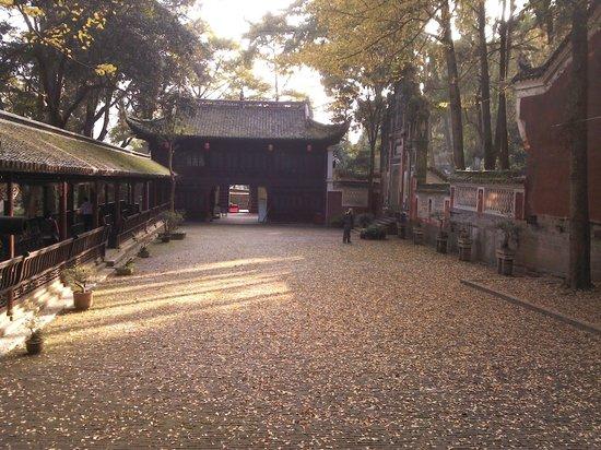 Feiyunya Museum of National Minorities' Festivals: Tranquil garden in the autumn