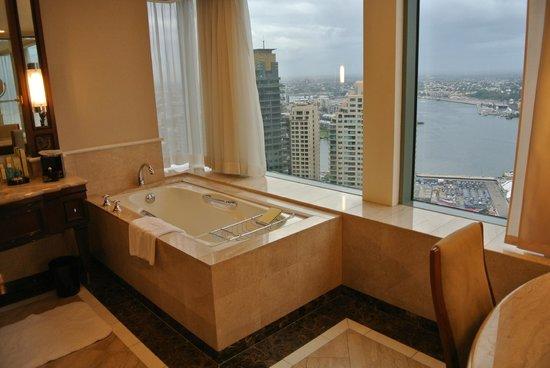 Shangri-La Hotel Sydney : Bathroom