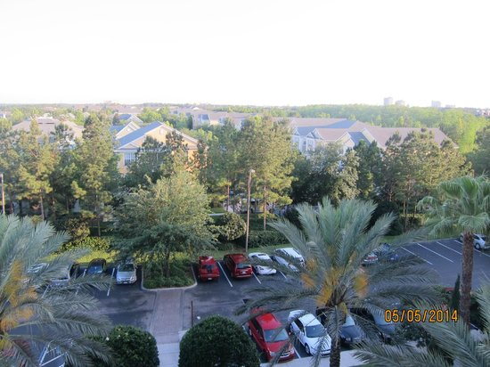 Hilton Grand Vacations at Tuscany Village: view from the elevated walkway of the exterior corridors