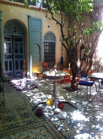Riad Al Nour : Дворик