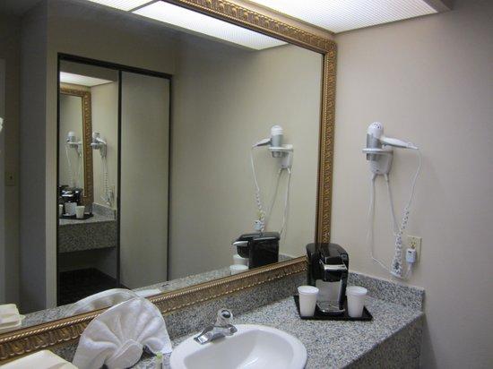Stanford Inn & Suites: Comfortable utility room