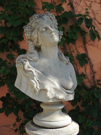 Hotel do Cerro : Statue round the pool