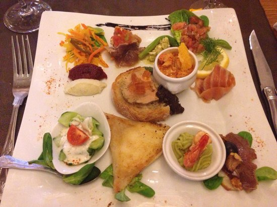 Auberge du Vieux Village: Restaurant à découvrir ! Une merveille gustative dans un cadre très joli. Un chef en salle qui e
