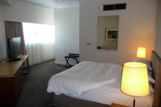 Shangri-La Hotel, The Marina, Cairns: Spacious Bedroom