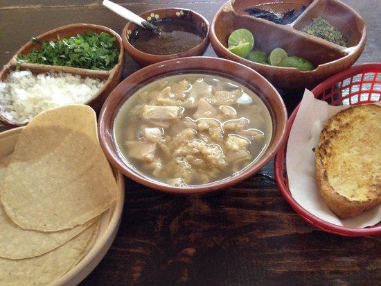 El menudo de la veinte: El mejor menudo estiló Sinaloa con pan(tostado con mantequilla)o tortillas