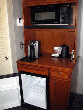 Hilton Garden Inn Springfield: Hilton Garden Springfield MA - 2 Queen Rm Hospitality Cabinet