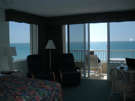 Lido Beach Resort: Panoramic view from corner unit top floor of shorter building.