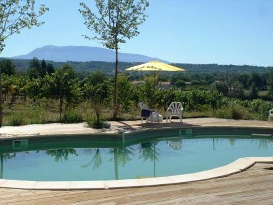 Gites la Franconne : Pool with nice wooden terrace