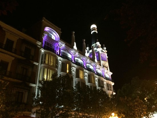 ME BY MELIA MADRID Reina Victoria: The hotel at night, south side