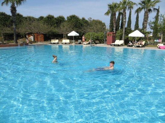 Barut Lara: heated pool
