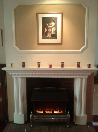 3 Tuns Coaching Inn: One of the Fireplaces