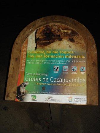 Parque Nacional Grutas de Cacahuamilpa: Lecture touristique en avril 2011.