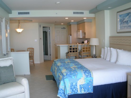 Lido Beach Resort: Room in shorter building
