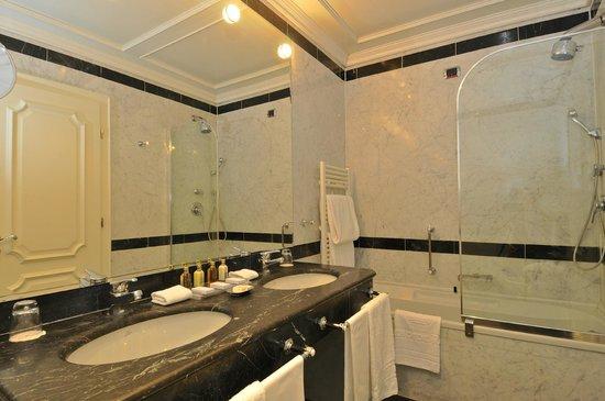 Hotel Splendide Royal: Bathroom