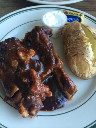 Cleveland's Beach Club: Ribs and Baked Potato