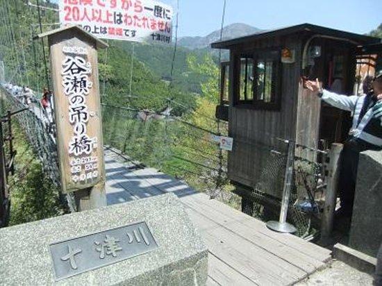 Tanizeno Tsuribashi: 谷瀬の吊り橋01