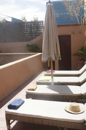 Riad Hidden : azotea , zona tumbonas