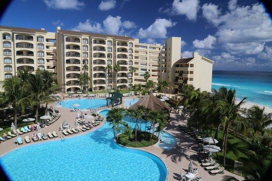 The Royal Islander All Suites Resort: Royal Caribbean Pool
