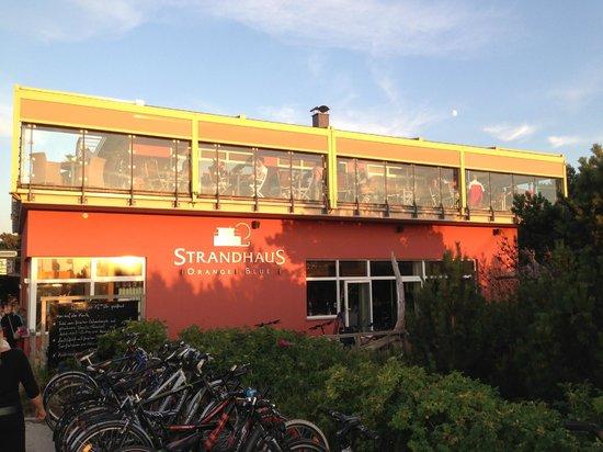 Strandhaus Orange Blue: Blick vom Strand