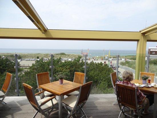 Strandhaus Orange Blue: Blick zum Strand