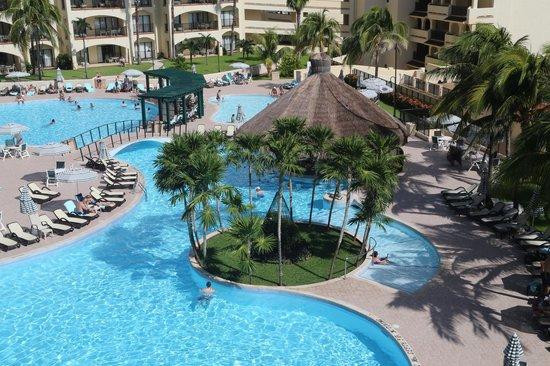 The Royal Islander All Suites Resort: Royal Islander Pool Area