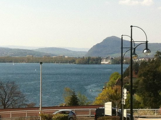 Les Acacias Bellevue : vue smpathique sur annecy depuis l'hotel