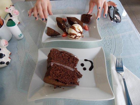 Harriet's Tea Room and Restaurant: Chocolate Cake & Chocolate Brownie