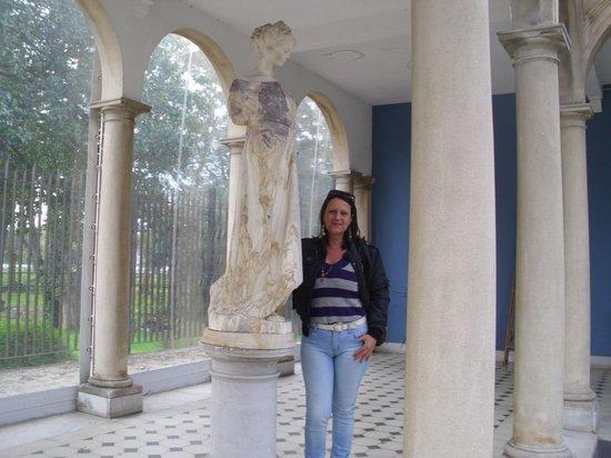 Museo Municipal de Bellas Artes Juan Manuel Blanes: con una escultura
