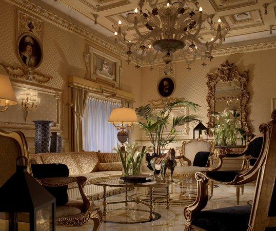 Hotel Splendide Royal: Hall
