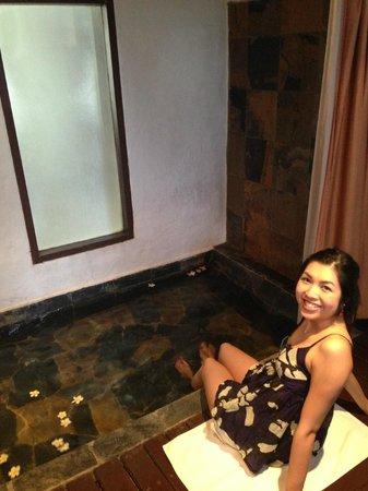 Aleenta Hua Hin Resort & Spa: water prepared when we arrive at the room