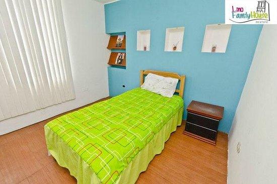 Lino Family House: habitacion privada con baño compartido