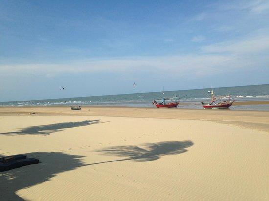 Aleenta Hua Hin Resort & Spa: beachfront