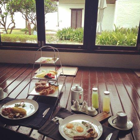Aleenta Hua Hin Resort & Spa : breakfast served in your room