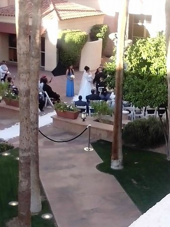 Tempe Mission Palms Hotel and Conference Center: Beautiful wedding