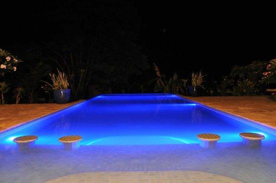 Masada Resort: Masada Kep / Pool at night