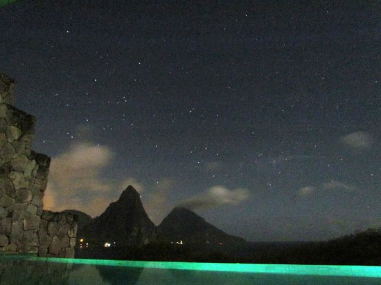 Jade Mountain Resort : The night sky over the Pitons. Taken from room JA3