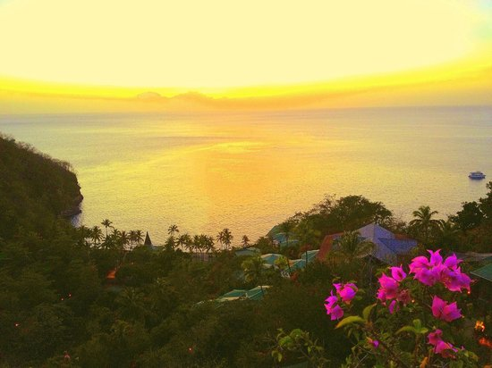 Jade Mountain Resort : The view from the Jade Mountain Club terrace at sunset, overlooking the private beach.