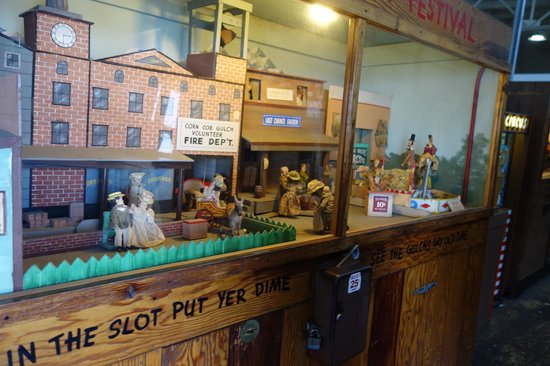Musee Mecanique: lots of old video/arcade games