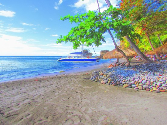 Jade Mountain Resort: There are two beaches for Jade Mountain guests. This is the more private north beach.