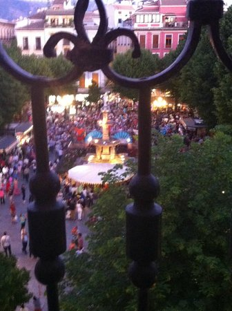 Casa palacio Lopez Daza: The view of the sqaure below (during the feria)