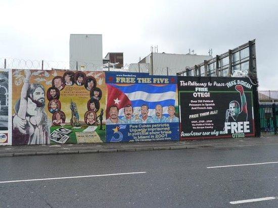 Murales belfast fotograf a de belfast mural tours for Belfast mural tours