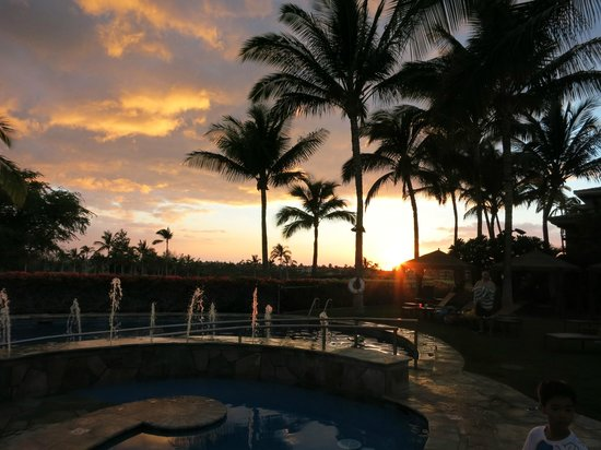 The Bay Club at Waikoloa Beach Resort: 狭いけどプール