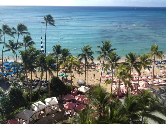 The Royal Hawaiian, a Luxury Collection Resort : Aussicht vom Balkon auf die Waikiki-Beach