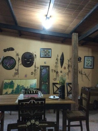 Subli Guest Cabins: dining area