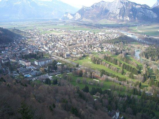 Grand Hotel Quellenhof & Spa Suites: Aussicht vom Wartenstein auf den Golf-Resort