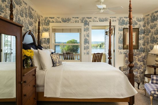 Lookout Point Lakeside Inn: BirdSong Queen Room