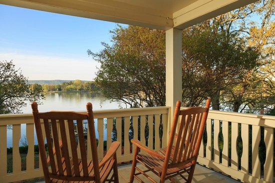 Lookout Point Lakeside Inn: Lake View Balconies