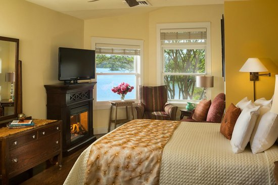 Lookout Point Lakeside Inn: Sunset Queen Room