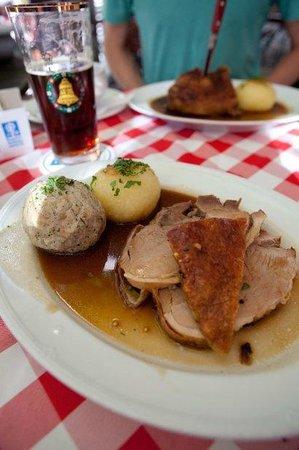 Gaststatte Nurnberger Bratwurst Glockl am Dom : traditional fare