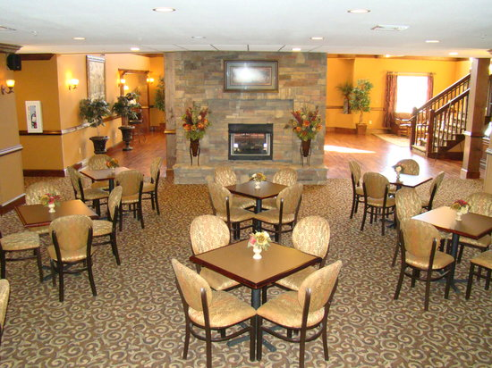 Mountain Lodge: Breakfast Area- Complimentary Each Morning